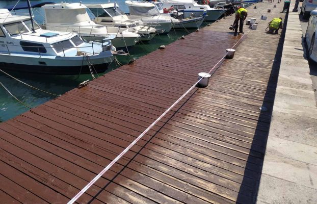 Eργασίες συντήρησης του δαπέδου του ξύλινου πεζόδρομου